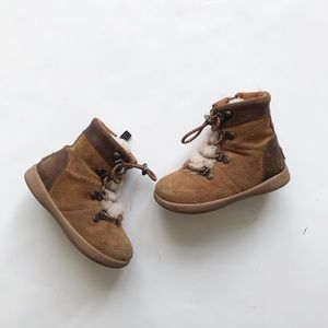 UGG viki suede/leather mix boots  GUC  size 7